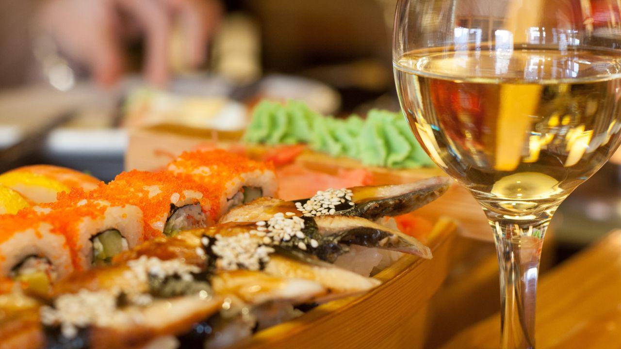 vin blanc et sushi